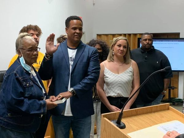 SPEARS SWORN IN FOR 2ND TERM