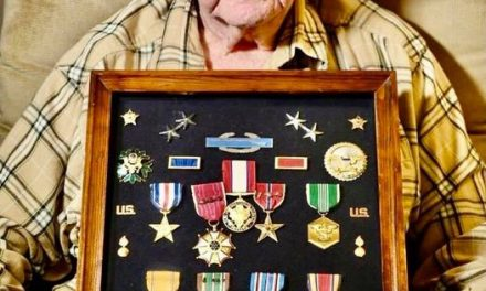 SALUTE TO THE ONLY SURVIVING FIRST-WAVE D-DAY OFFICER